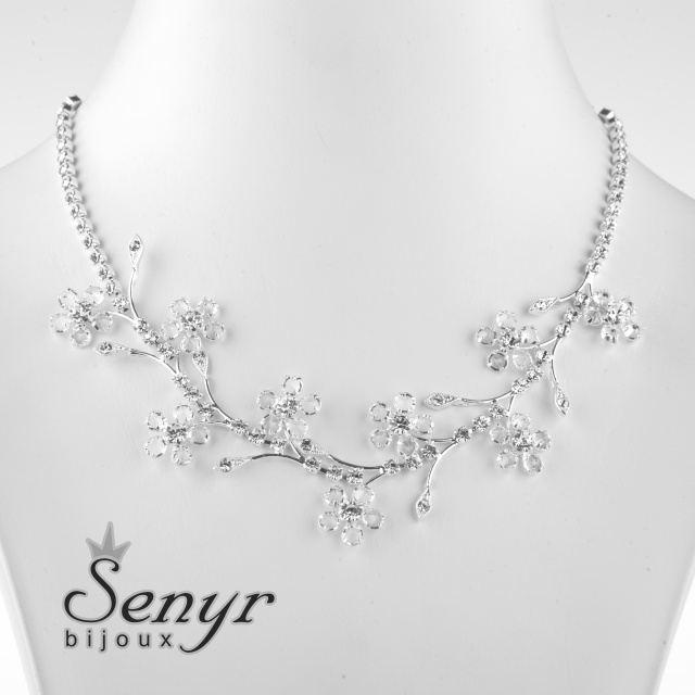 Romantický náhrdelník s kytičkami
