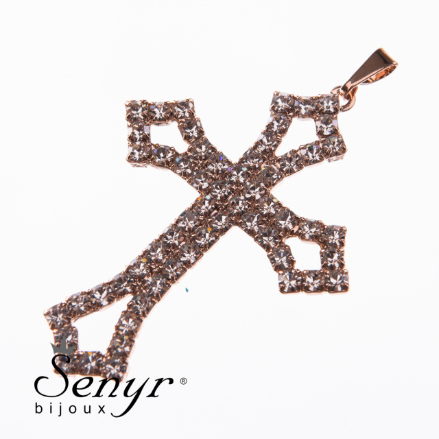 Chain with pendant cross